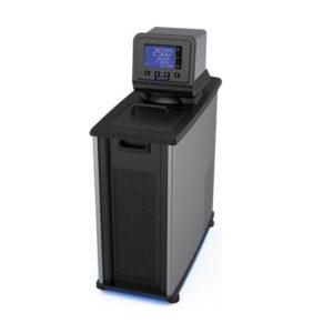 配備可編程數位控制器的製冷加熱循環水槽